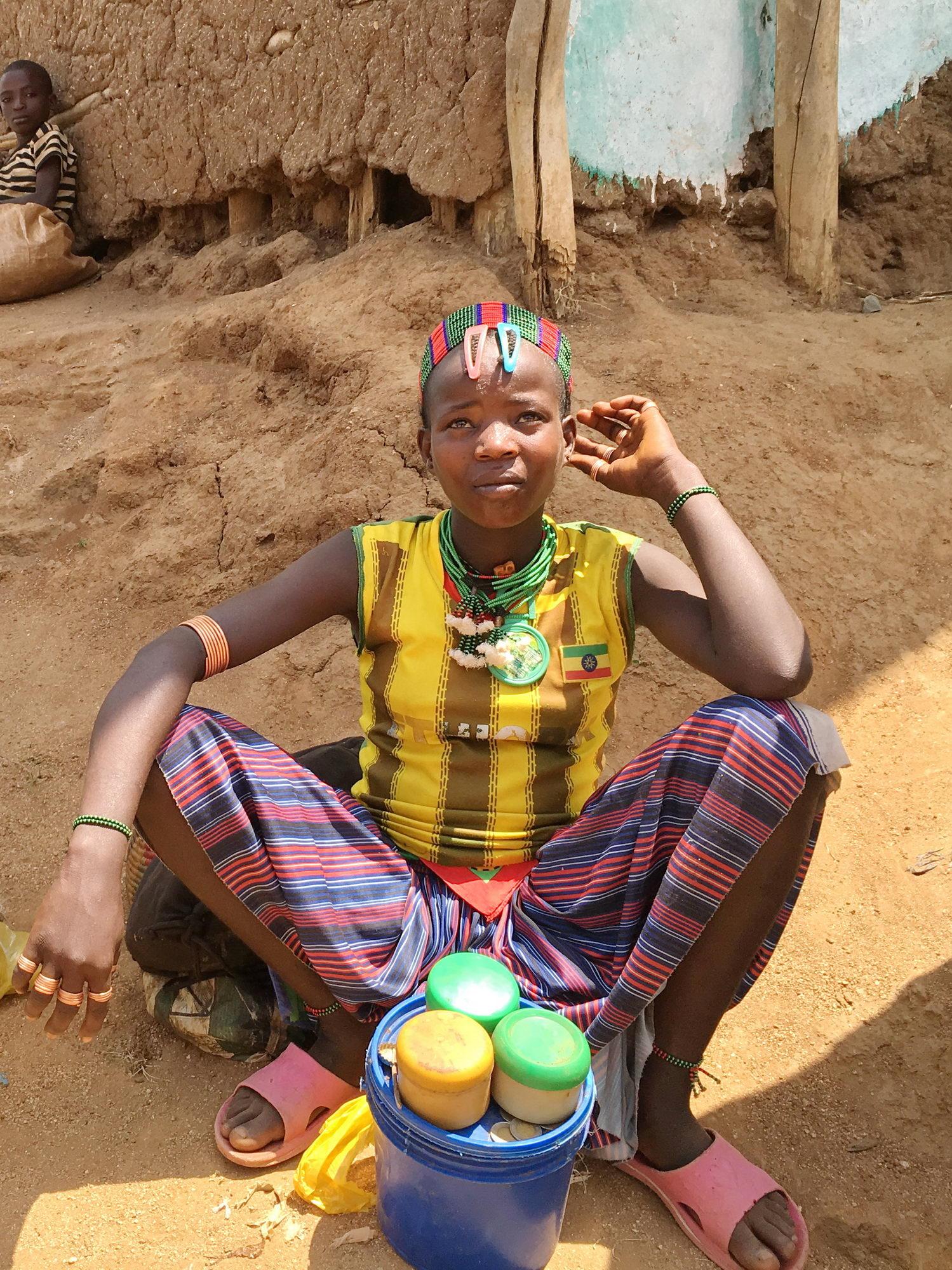 na tržnici v kraju Jinka, dolina reke Omo, Etiopija