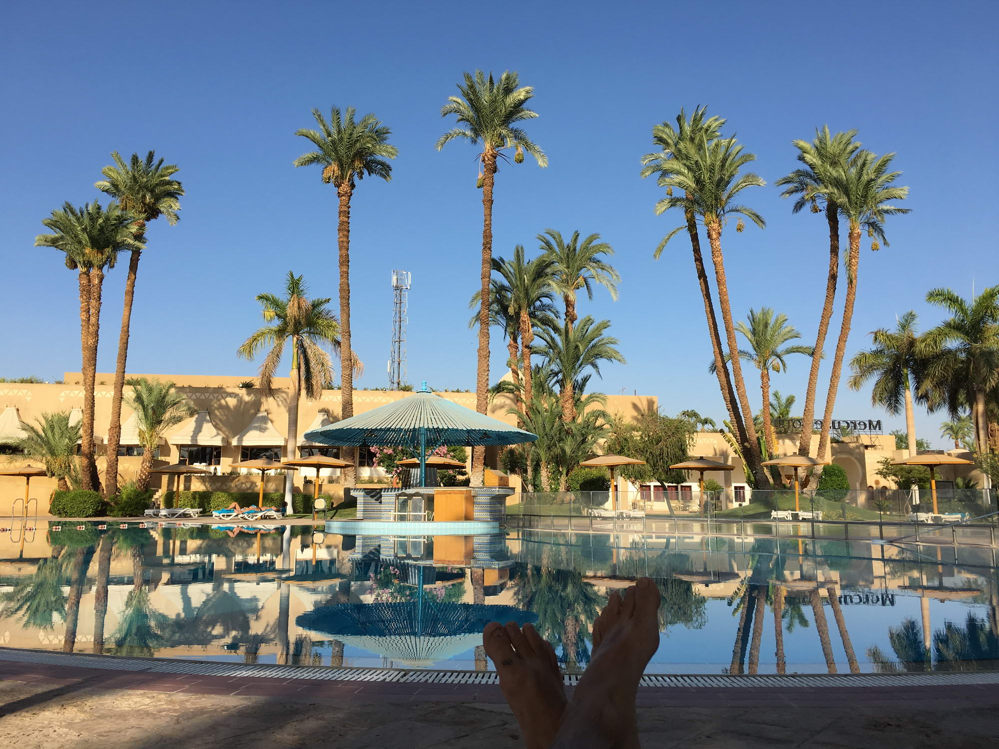 osamljen v resortu v Luksorju