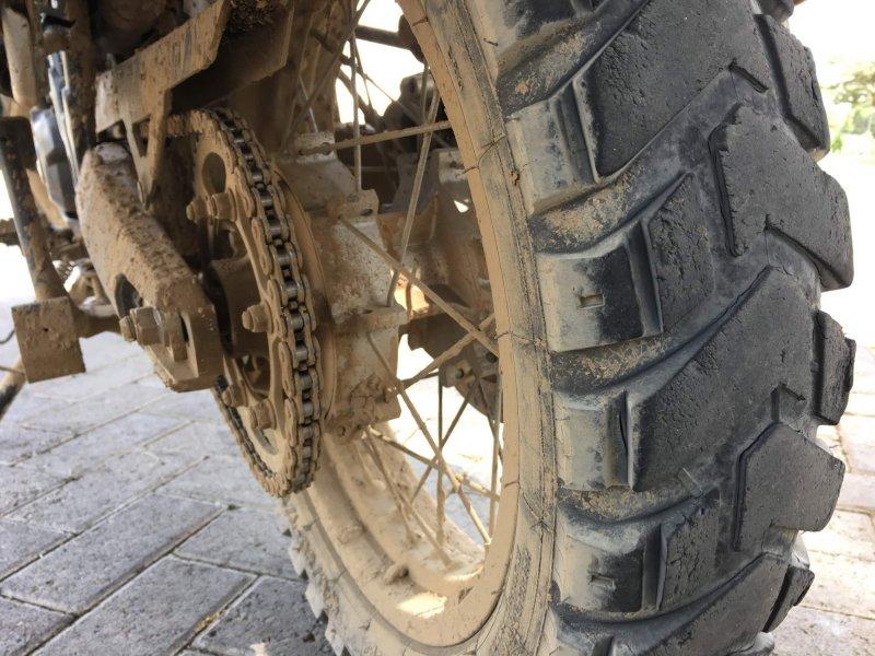 zdelana zadnja guma