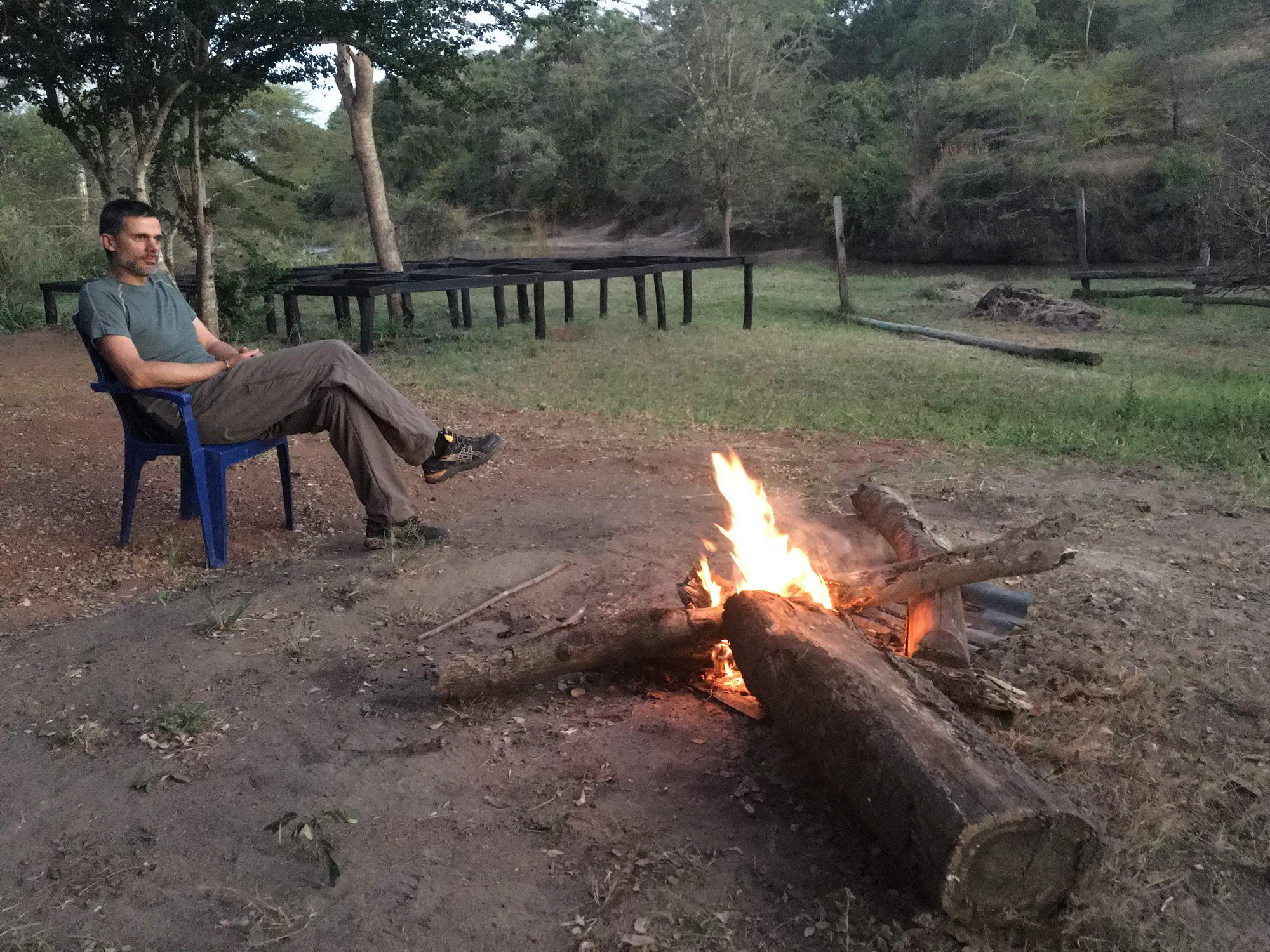 taborni ogenj v divjini