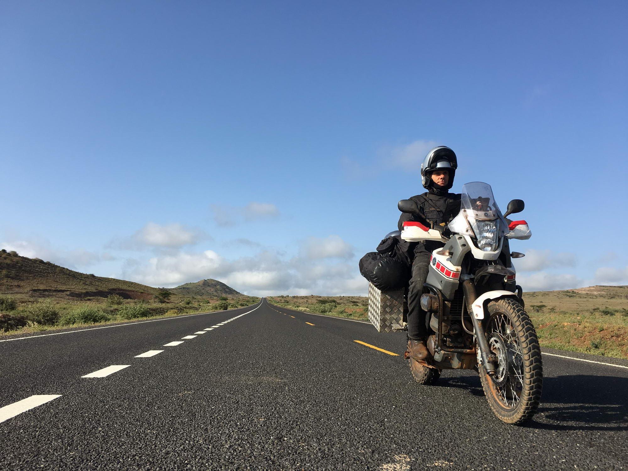 sam v kenijski puščavi