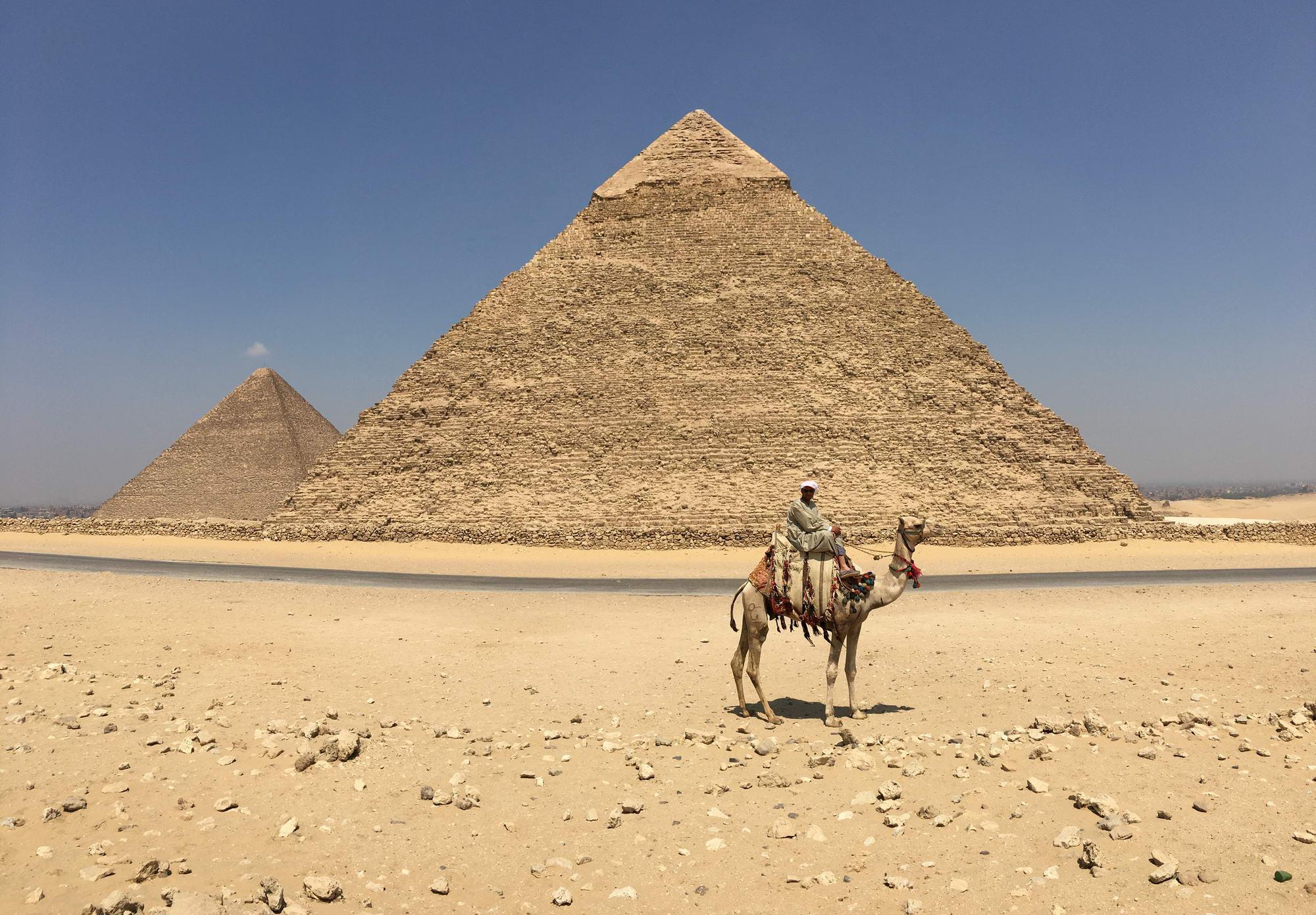 osamljene piramide v Gizi