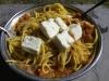 testenine s svežim paradižnikom in sirom