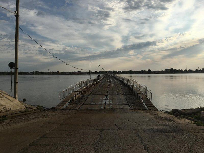 čez pontonski most v Rusiji