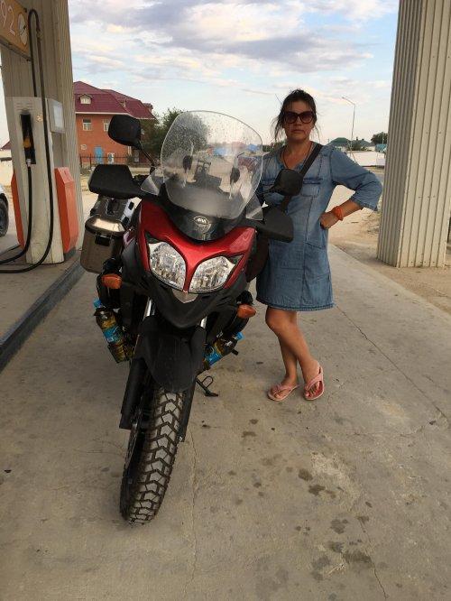 na bencinski črpalki v Kazahstanu sva točila v plastenke