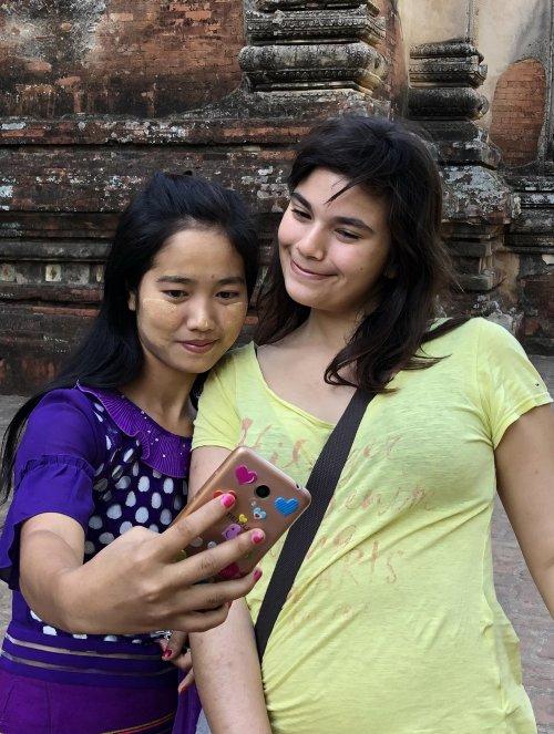 Selfi, Mjanmar