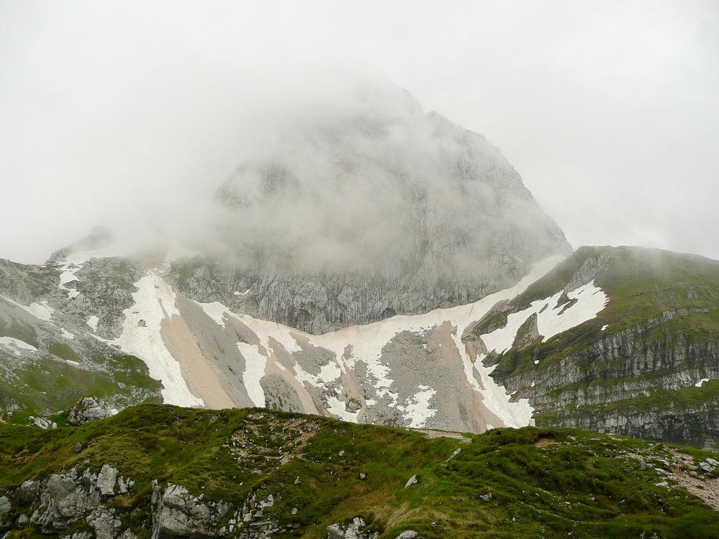 Pogled na Mangart z najvišje ceste v Sloveniji